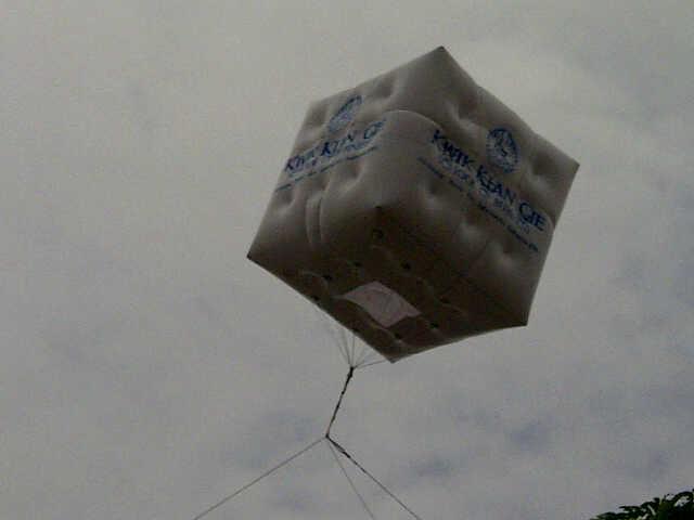 balon-kubus-kwik-kian-gie